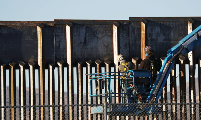 Border Wall Contractors Told to Stop Construction by Tuesday Night: Congressman