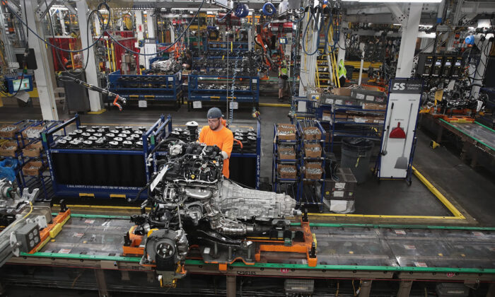UAW Warns Workers Ford Plans to Move Project Worth $900 Million From Ohio to Mexico