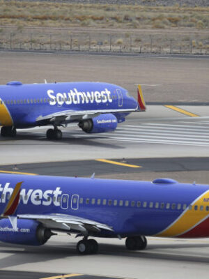 Southwest Airlines Apologizes as Shares Tumble Amid Mass Flight Cancellations